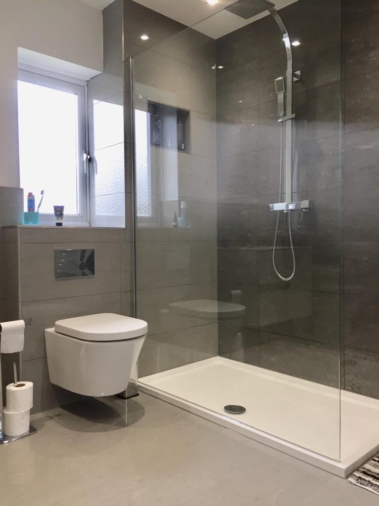 Freestanding Bath & Walk in Shower